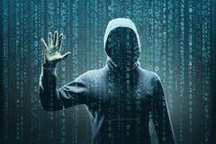 Pirata informatico di computer anonimo sopra fondo digitale astratto Fronte scuro oscurato in maschera e cappuccio Ladro di dati, fotografie stock libere da diritti