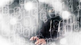 Pirata informatico futuristico che scrive sulla tastiera, fondo animato di codice binario stock footage