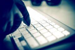 Pirata informático en trabajo Imagen de archivo