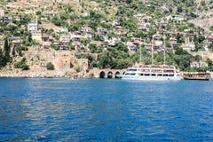 Pirata statek przy plażą Cleopatra Zdjęcia Stock