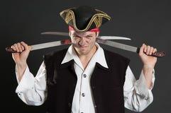 Pirata sucio con dos sables Imágenes de archivo libres de regalías