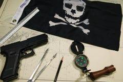 Piratas que trazan atacar Imagen de archivo libre de regalías