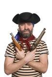 Pirate barbu dans le chapeau tricorn avec mousquets Image libre de droits