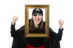 Pirate féminin dans le manteau noir tenant le cadre de photo Photo libre de droits