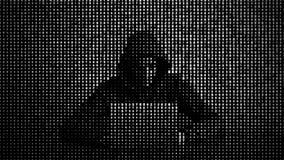 Pirate informatique dans le concept de protection des donn?es Intrus ? l'aide de l'ordinateur portatif Entailler l'Internet Attaq illustration libre de droits
