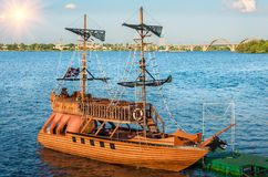 The pirate ship came into the port of Royalty Free Stock Photos