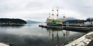 Pirate sur le paysage de mer photos stock