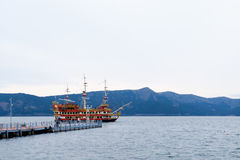 Piratee el barco en el lago Ashi, Hakone, Japón Fotos de archivo libres de regalías