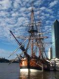 Piraten in der Stadt stockfotos