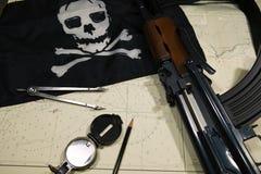 Piraten die aan aanval in kaart brengen stock afbeelding