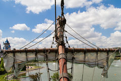 Piraten-Schiff im Park Stockbild