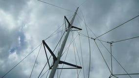 Piraten-Schiffs-Mast in der hohen See stock video footage