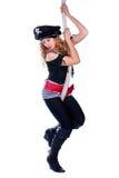 Piratenfrau, die an einem Seil hängt Lizenzfreies Stockfoto