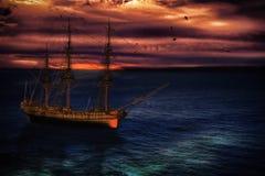 Piratenlieferung in Meer Lizenzfreies Stockbild