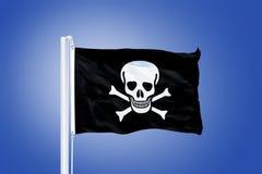 Piratenmarkierungsfahne, die im Wind durchbrennt Stockfotografie