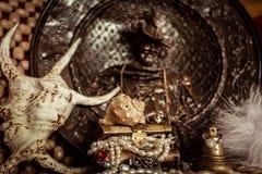 Piratenschmuckkasten mit Perlen Stockbild