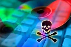 Piratería de Internet - abuso ilegal de la marca registrada - criminalidad - DVD co imagenes de archivo