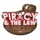 Piratería y el juez Gavel Illegal Downloads de las palabras de la ley Fotos de archivo libres de regalías