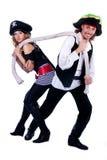 Pirates chez un homme et un femme tirant une corde Images stock