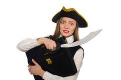 Piratez la fille tenant le sac et l'épée d'isolement dessus Photographie stock libre de droits