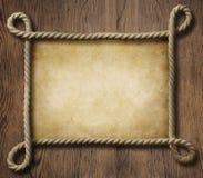 Piratez le cadre nautique de corde de thème avec le vieux papier Photographie stock