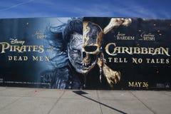 Pirati dei Caraibi: Gli uomini morti non dicono pubblicità di racconti fotografia stock