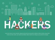 Pirati informatici che per mezzo dei computer portatili per rubare parola d'ordine di connessione, soldi, email, i messaggi priva Fotografia Stock Libera da Diritti
