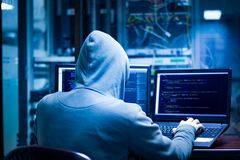 Pirati informatici di oscurità fotografie stock