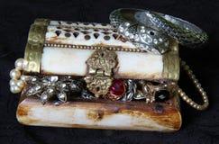 piratical bröstkorg royaltyfri bild