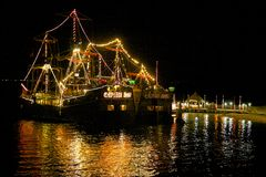 Piratkopiera fartyget på natten, Cancun, Mexico Royaltyfri Foto