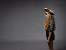 Piratkopiera i en profilvisning arkivbild