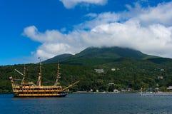 Piratkopiera kryssningskeppet på Ashi sjön, Hakone, Japan royaltyfri bild