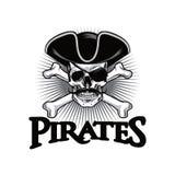 Piratkopiera skallen med hatten och ögonlappen Logo Design Vector Illustration för mustaschkorsben Arkivfoton