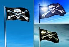 Piratkopiera skallen och korslagda benknotorflaggan som vinkar på vinden Royaltyfri Fotografi