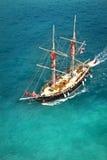 Piratkopiera skeppet turnerar royaltyfria foton