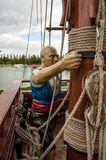 Piratkopiera statyn på skeppet Arkivfoton