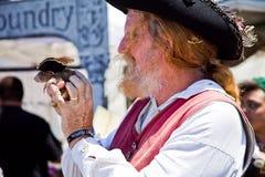 Piratkopiera & tjalla på piratkopierar festival Royaltyfri Foto