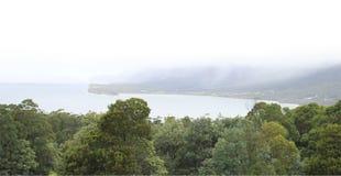 Piratkopierar fjärdutkik från den Eaglehawk halsen, den Tasman nationalparken Royaltyfria Bilder