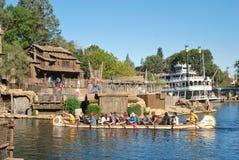 Piratkopierar lya på Tom Sawyers Island på Disneyland,  Royaltyfri Bild