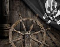 Piratkopierar skeppdäcket med den styrninghjulet och flaggan Fotografering för Bildbyråer