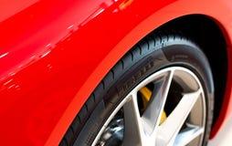 Pirelli-Reifen stockbilder