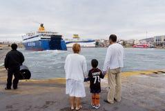 PIREO, GRECIA: El puerto de Pireo cubre generalmente los horario a las islas griegas más populares Imagenes de archivo