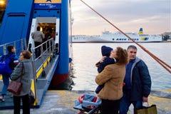 PIREO, GRECIA: El puerto de Pireo cubre generalmente los horario a las islas griegas más populares Fotografía de archivo
