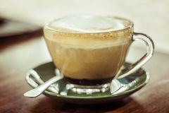 Pires do verde da caneca de café Fotografia de Stock Royalty Free