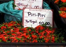 Piri Piri或辣椒的果实Chinense胡椒待售在Loule市场上 库存照片
