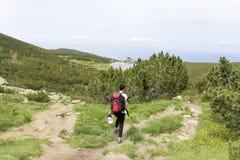 Pirin山的, Bezbog湖远足者妇女 库存照片