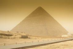Pirâmide de Cheops na tempestade de areia Fotos de Stock Royalty Free
