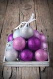 Pirámide de Lleno-esferas de la Navidad Fotografía de archivo libre de regalías
