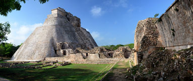 Pirâmide do mágico na cidade do Maya de Uxmal Fotografia de Stock