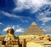 Pirâmide e sphinx de Egipto Cheops Fotos de Stock Royalty Free